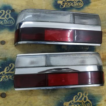 Tail lights with clear turn signals.